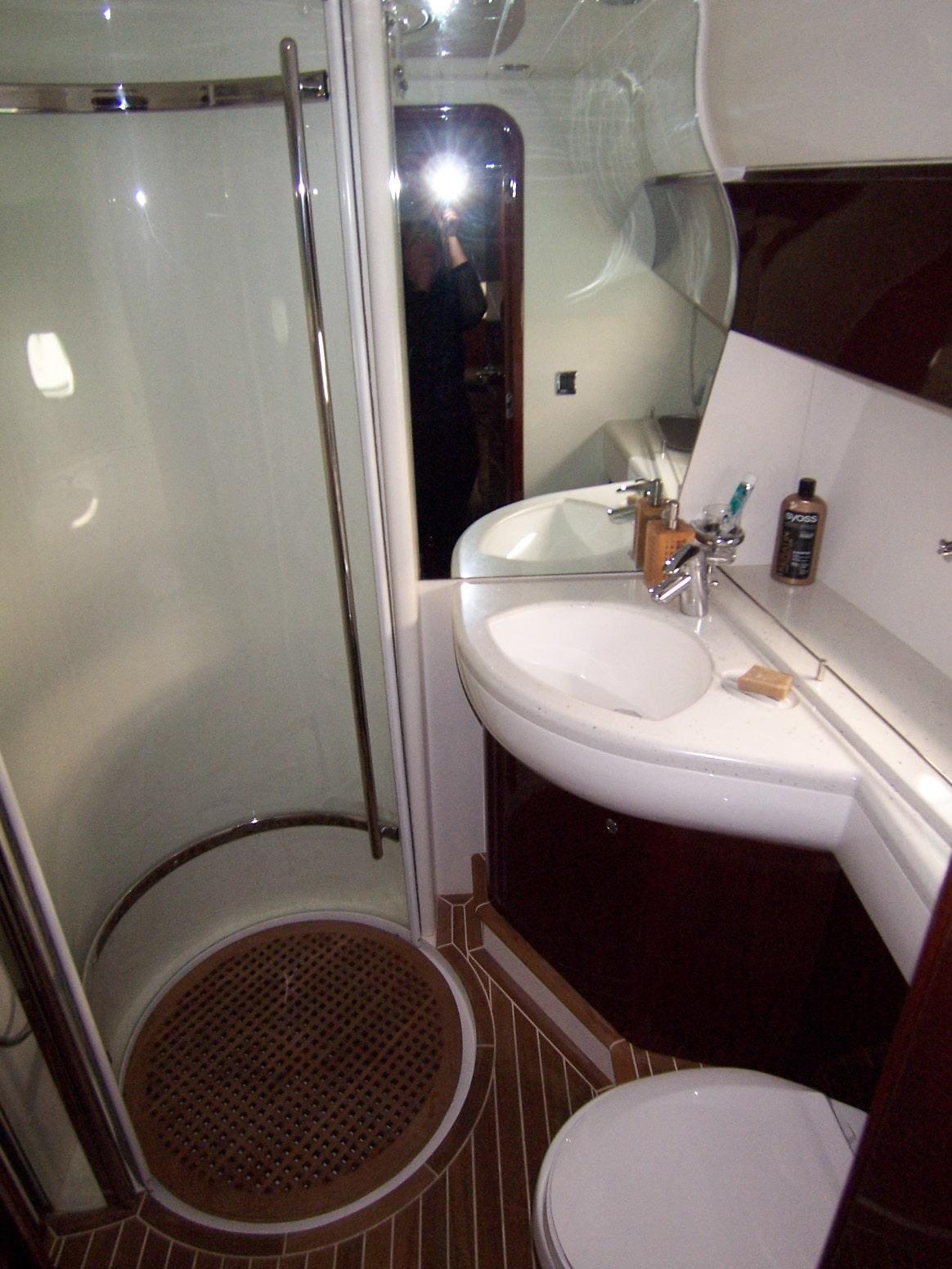 Princes 50 bathroom 2