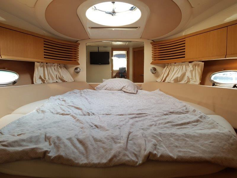 Sessa Oyster 42 master cabin